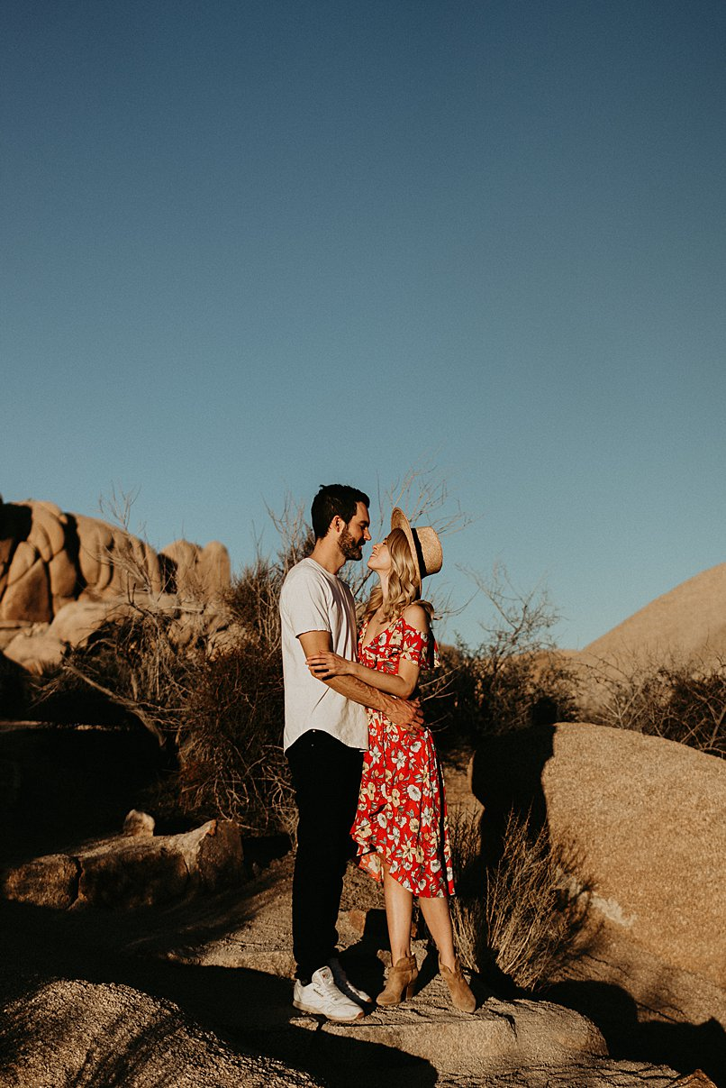 joshua-tree-engagement_0018.jpg