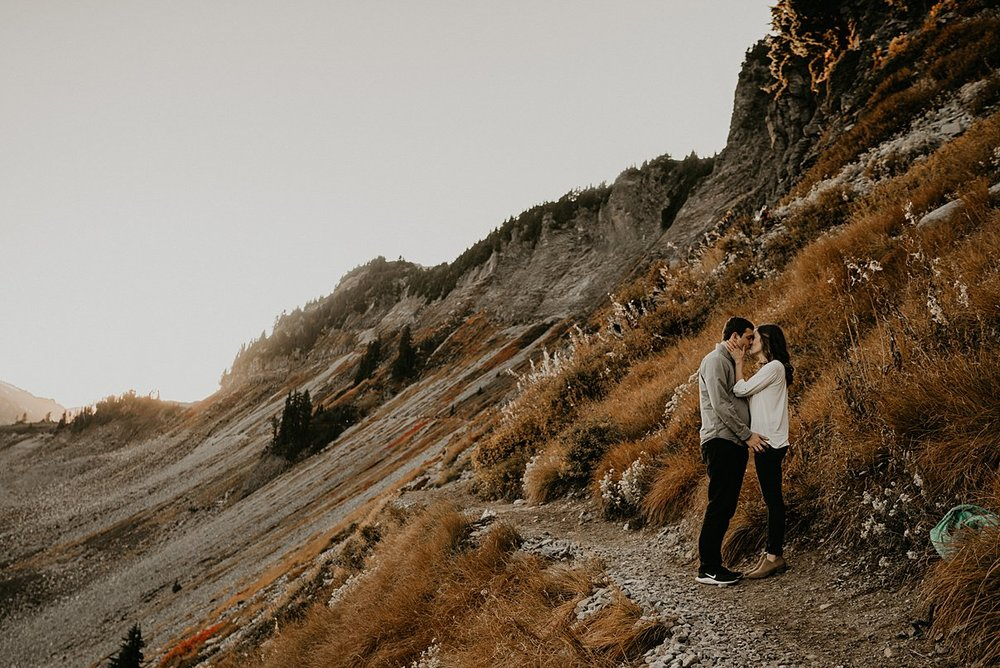 hiking-engagement-session_0009.jpg