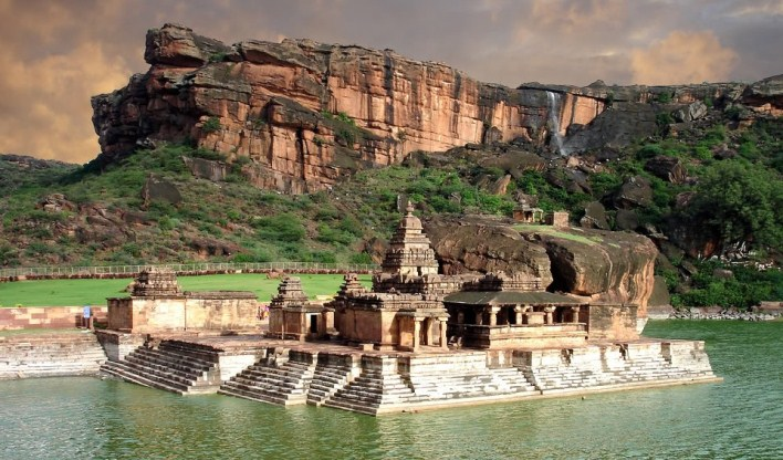 An incredible ancient power center in northern Karṇātaka -- the cave-temples surrounding the lake feature one of the oldest Śiva Naṭarāja-s (Lord of the Dance) in the world.