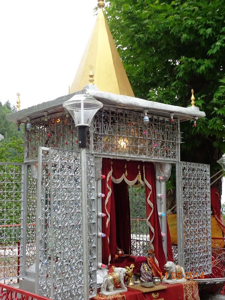 jyeshta-devi-temple-at-srinagar.jpg