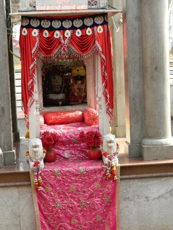 kheer bhawani temple.jpg