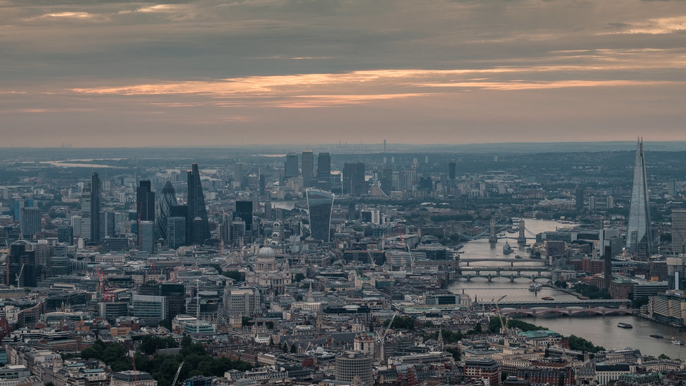 London towards city and Canary Wharf. ISO200 50-140mm f5.6 1/60s