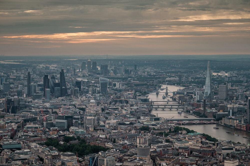 London towards city and Canary Wharf. ISO200 50-140mm f2.8 1/200s