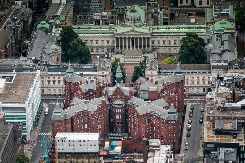Cruciform Building (old UCLH now WIBR, UCL) and UCL. ISO200 50-140mm f2.8 1/80s