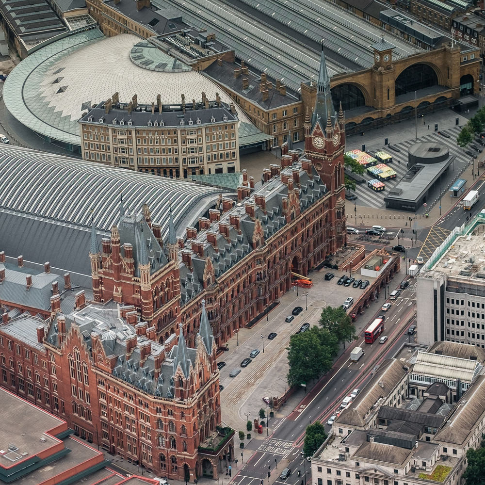 St Pancras and Kings Cross stations. ISO200 50-140mm f2.8 1/180s