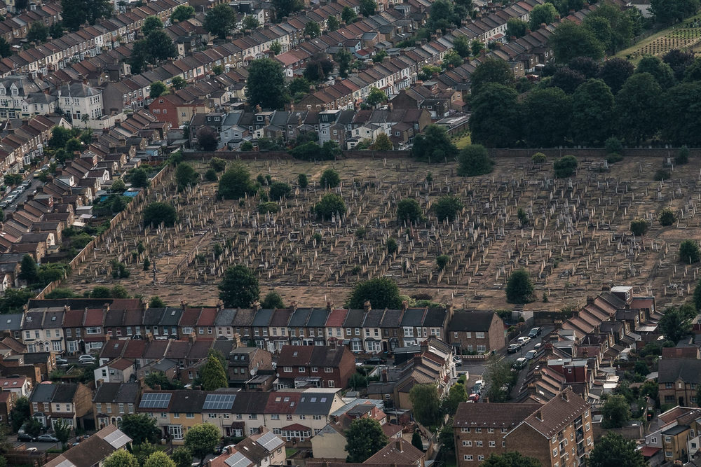 West Ham Cemetery. ISO640 50-140mm f7.1 1/250s
