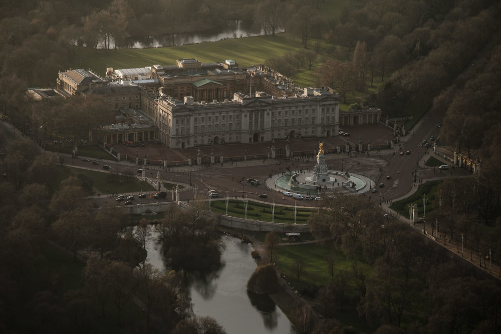 Buckingham Palace and St. JAmes Park; X-T2 ISO3200 50-140mm f3.6 1/1000s