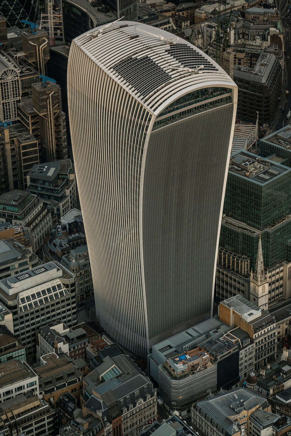 walkie talkie - not the prettiest skyscraper in London even from above .. X-T2 ISO320 50-140mm f3.6 1/1000s
