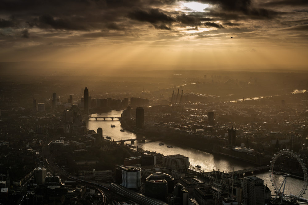 Grand Finale - every cloud has a golden lining in London :) X-Pro2 ISO200 35mm f8.0 1/1000s