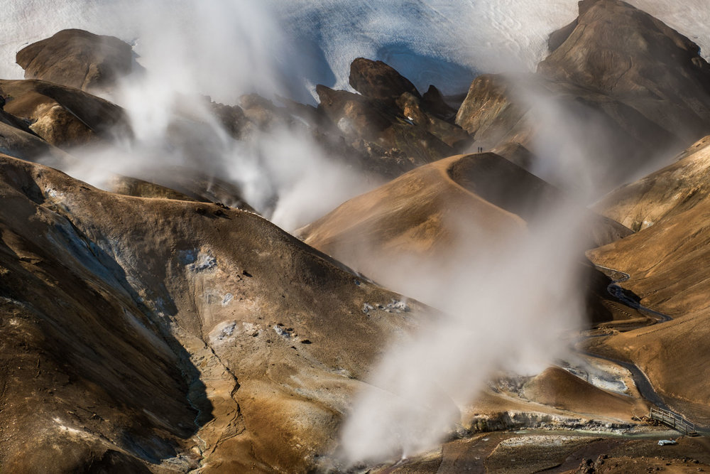 two hikers meet on a backdrop of the morning light and steam from geothermal vents at Kerlingarfjöll (XF 16-55mm f2.8 at 16mm 13s f11 ISO100)
