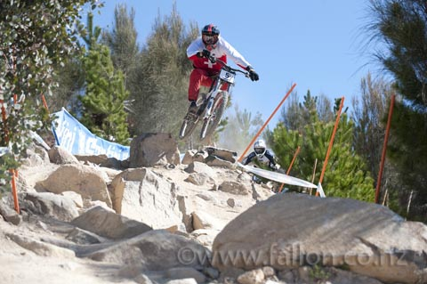 Aari Barrett's team mate NIck Beer pining it through the rock garden