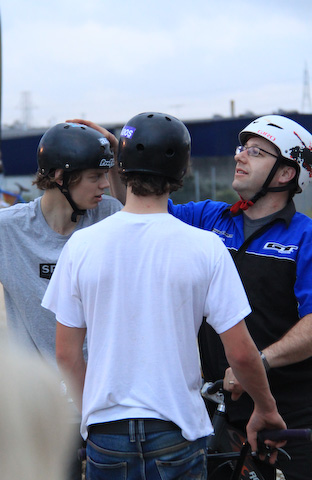 Bruno (Cycle Express) ensures Olivier's helmet is up to scratch