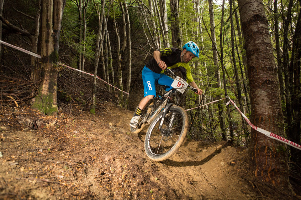 Jarna-MacKenzie-competes-in-today's-Vertigo-Bikes-Super-D-Enduro-(credit---riverleaphotography.com)