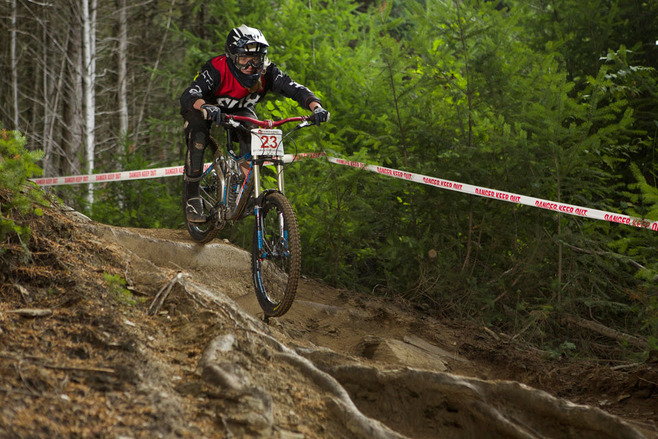 Harriet-'Bob'-Latchem-on-her-way-to-winning-the-Vertigo-Bikes-Dirtmasters-DH-(credit-riverleaphotography)