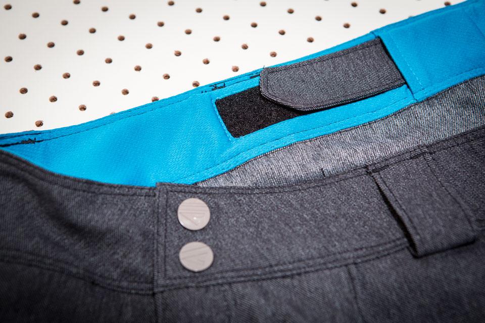 dakine-shorts-adjuster