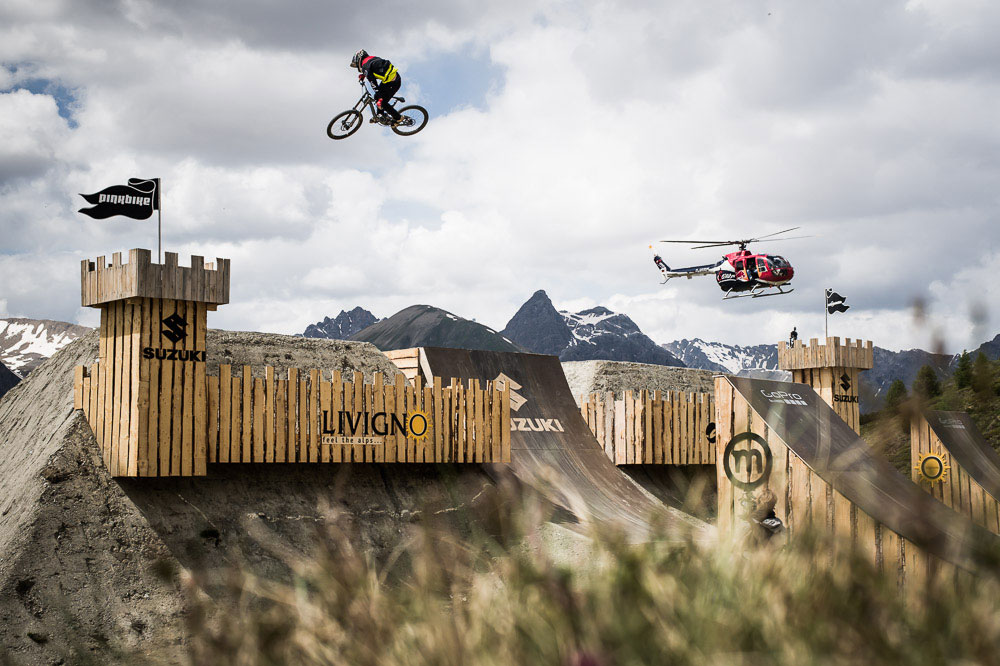 NineKnights_MTB2014_Day2_HeliSession_20_Sam-Reynolds_by_KlausPolzer_LowRes