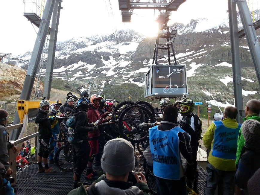 The big ol wait for the last Gondola before the Mega Avalanche