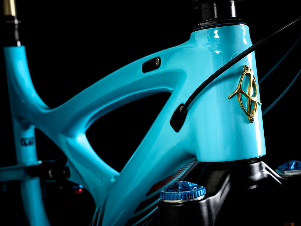 Mojo-HD3-Head-Tube-Blue