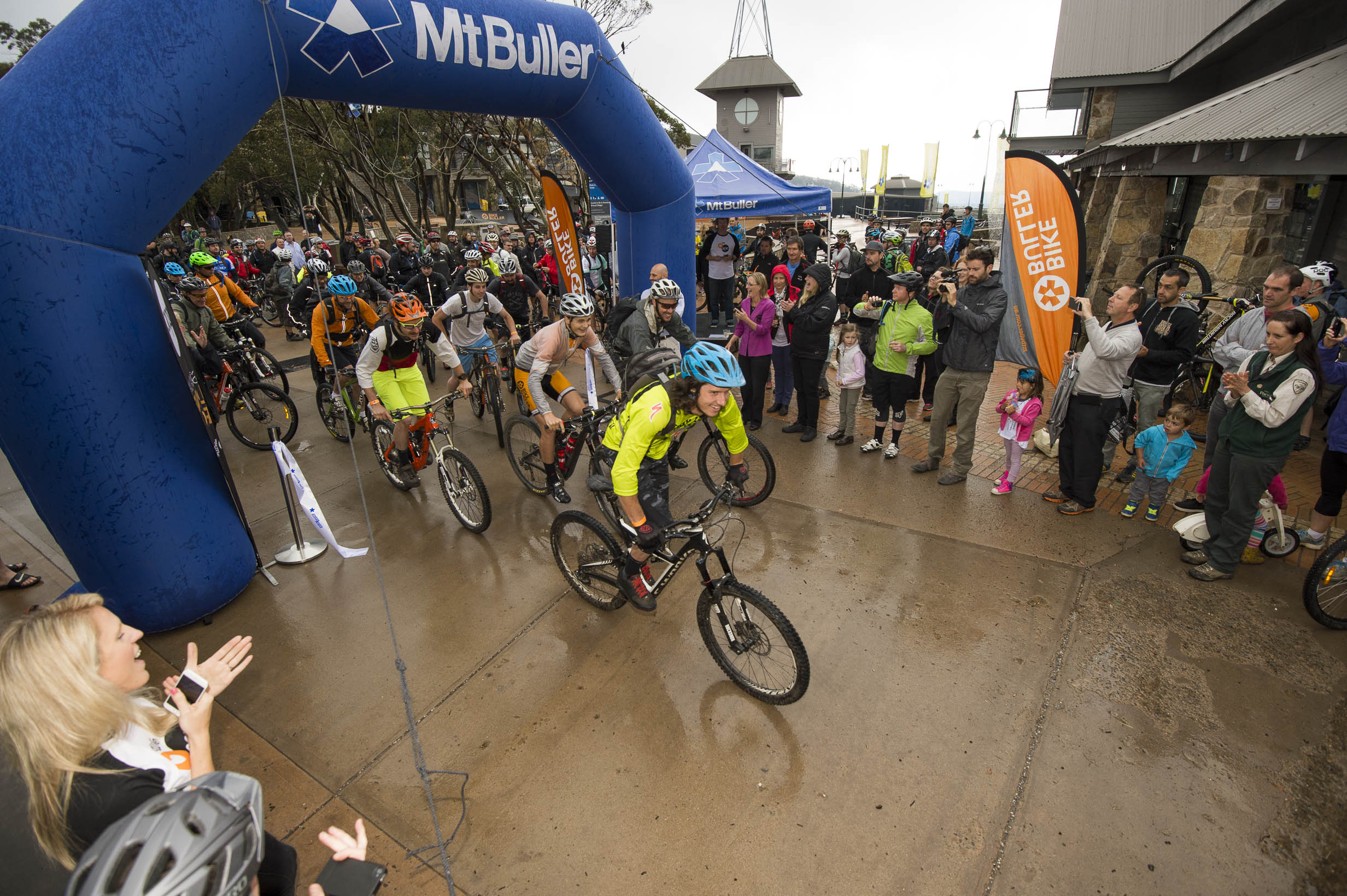 The-first-riders-set-off-on-the-Australian-Alpine-Epic-photo-Mt-Buller-Andrew-Railton