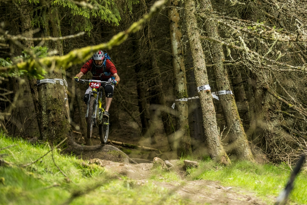 Practicing stage 2 at Innerleithen. Fast, steep, long and gnarly - the good gear. Sven Martin behind the lens.