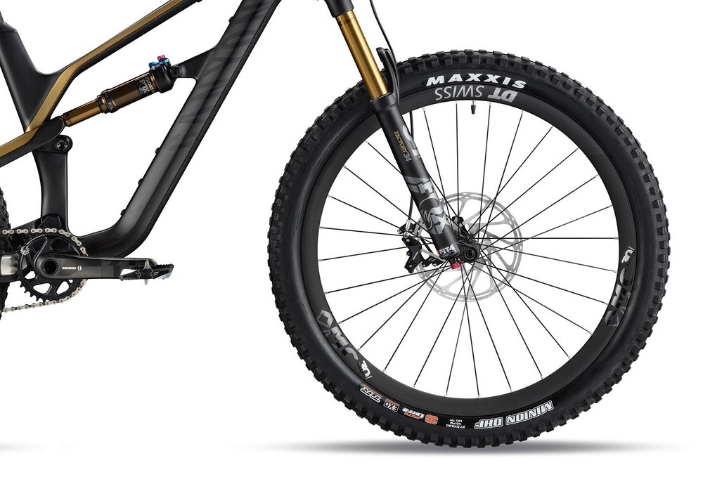 "Boost hubs, 30mm DT Swiss rims and Maxxis 2.6"" tyres are the go-to on most models"