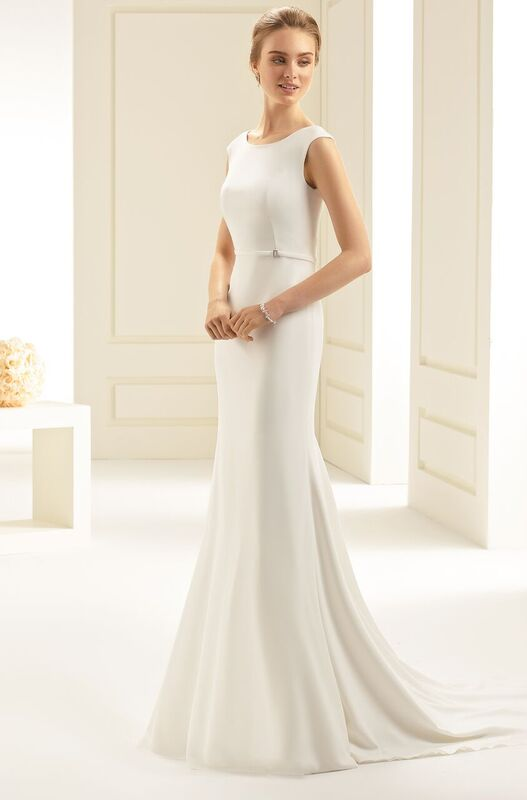 Style Estelle - Sheath wedding dress, high quality stretch crepe with fine belt and train, zipper and buttons at the back.