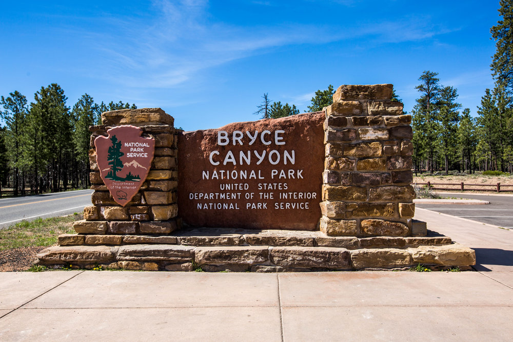 The entrance sign to Bryce Canyon National Park