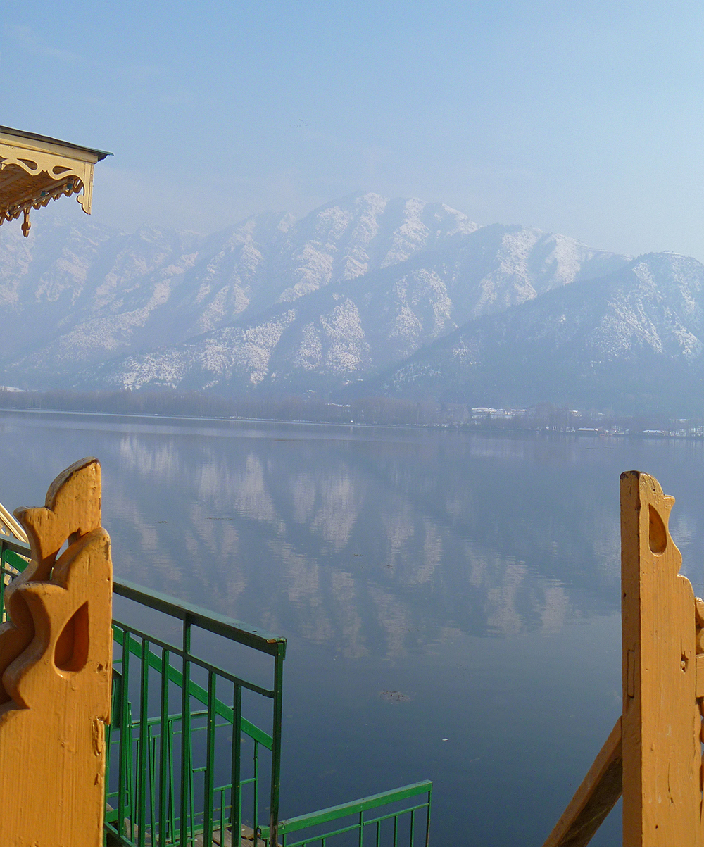 The morning view on Dal Lake