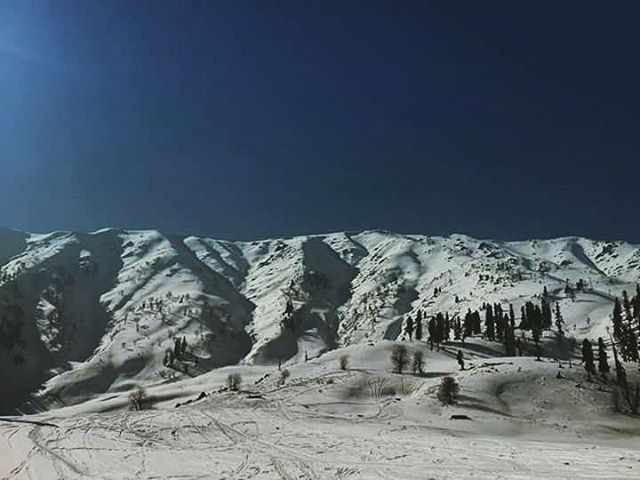 Today's view of the Southside of my Affarwat. Looking great for this time of year. Get onto di5adventures.net for the easiest way to get to #gulmarg in the #himalaya for a #powderhunters adventure. #di5adv #kashmir #snowboarding #splitboarding