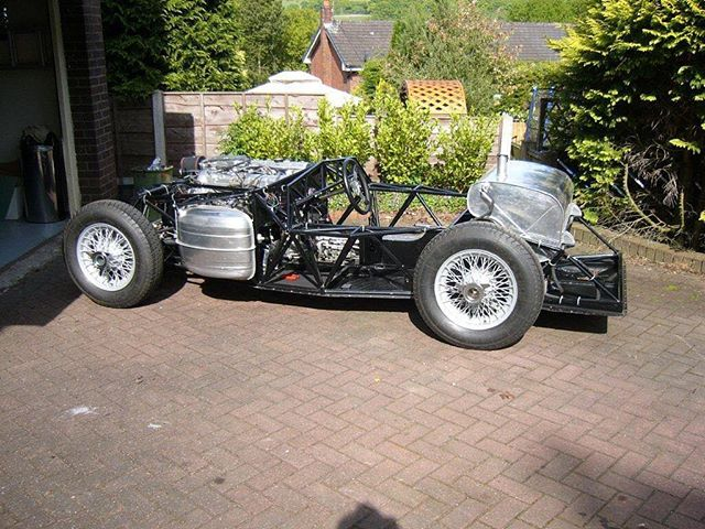In this photo you can see the last of our Proteus 300SLR's in rolling chassis form! We only made 5 SLR's all built to the exact original specification! 🇬🇧 Website link in our bio!  #ClassicMeetsClever  Hand built in Britian! #proteus #proteusjaguar #proteusctype #ctypeproteus #proteuscars #proteussportscars #ctype #ctypejag #ctypejaguar #jaguarctype #jaguarcars #l4l #likeforlike #like4like #sportscars #racecar #drivetastefully #horsepower #petrolhead #bespokebritishsportscars #historicmotoring #historicmotorsport #classicdriver #hofmanns #hofmannshenley #bespokebritishsportscars