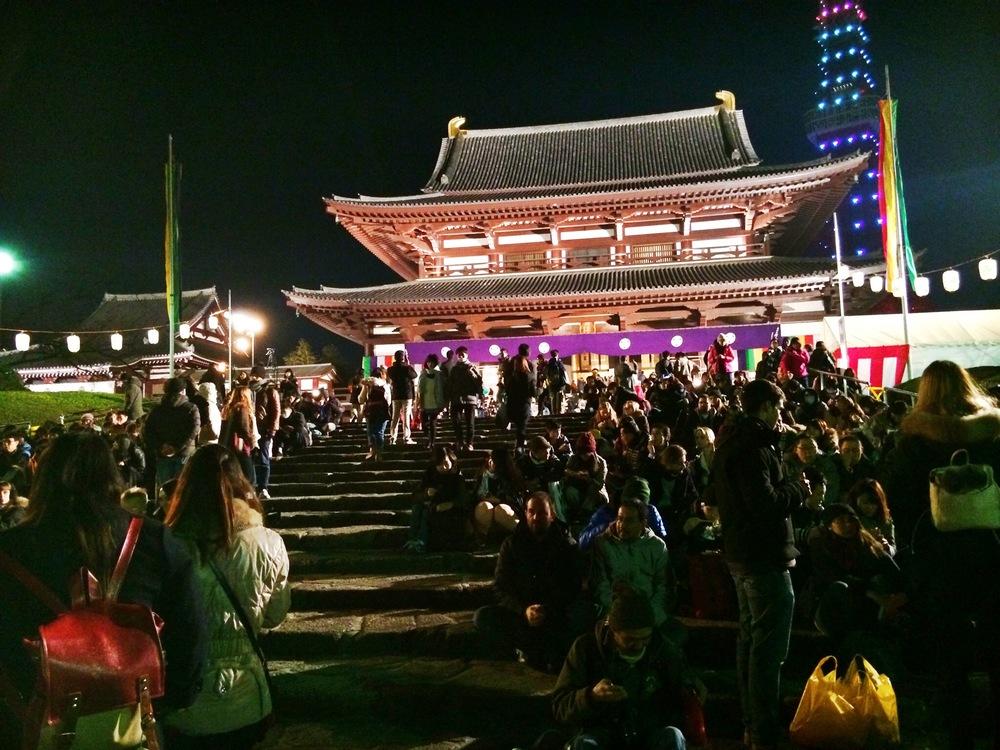 Divine Tio Zojoji Temple Tokyo Japan - Atis Puampai