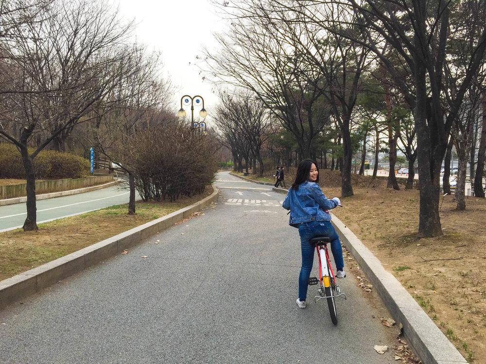 Divine Tio Han River Seoul