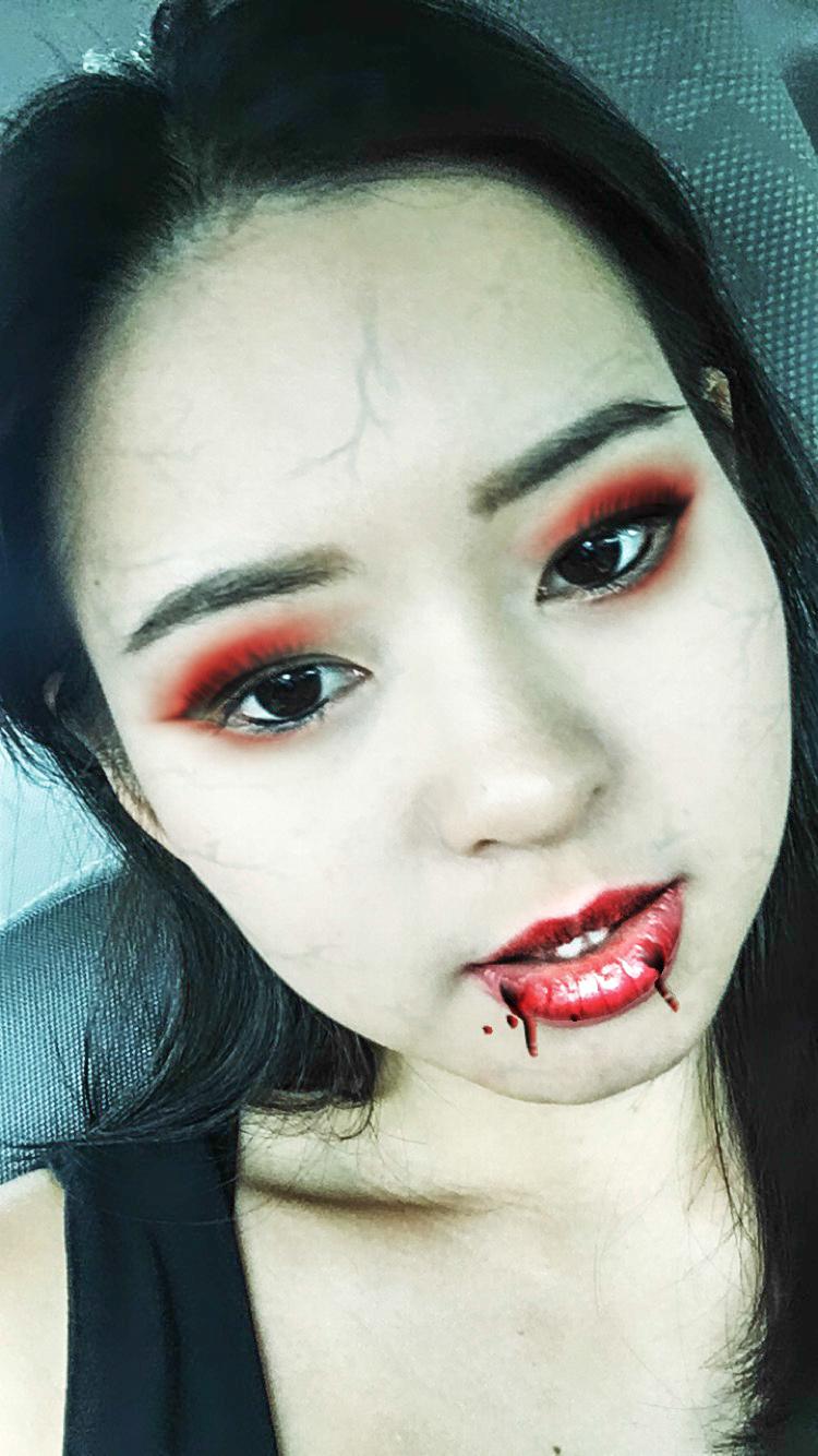 Divine Tio Halloween Vampire Instagram