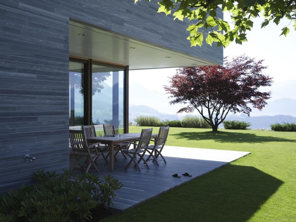 Terrasse in Naturstein der Villa Sagax