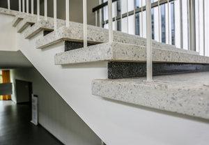 Treppen Bodenbelage Aus Kunststein Breitenstein