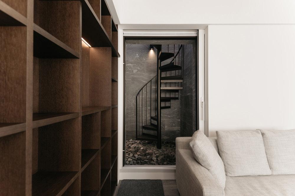Treppennische in Naturstein