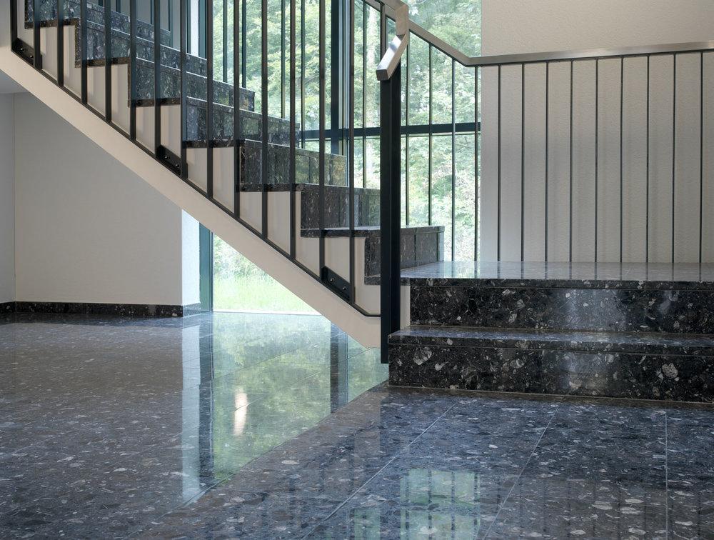Treppenhaus und Böden in Schulhaus aus Kunststein