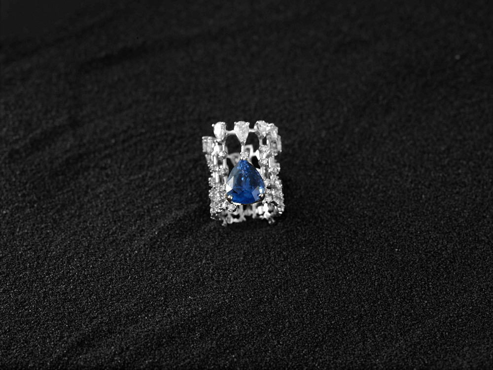 Damian By Mischelle ring, 18K white gold, set with blue sapphire and white diamonds