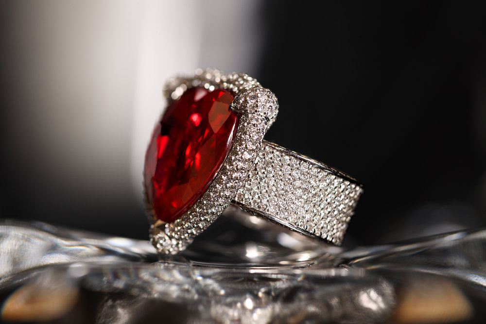 Damian By Mischelle ring, 18K white gold, set with ruby and white diamonds