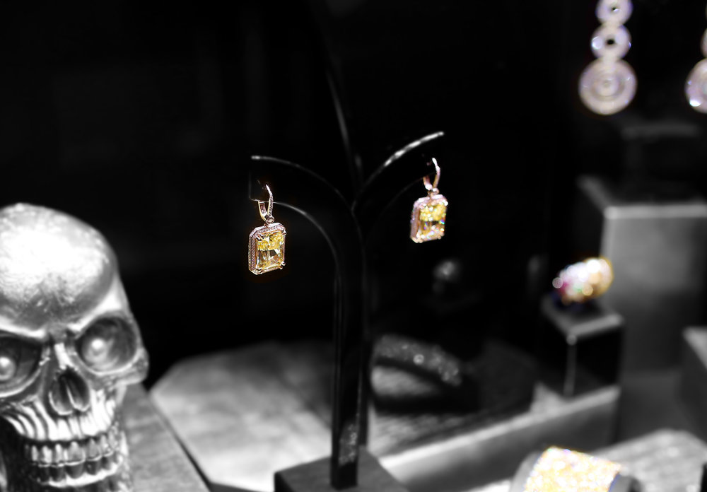 Damian By Mischelle earrings, 18K white gold, set with yellow diamonds and white diamonds