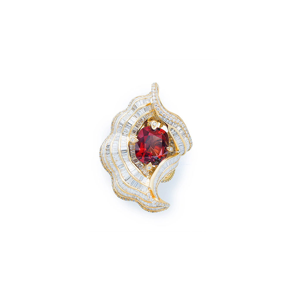 Damian By Mischelle ring, 18K yellow gold, set with red brown spinel and white diamonds