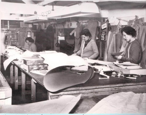 Cutting patterns at Flawns, Porthmeor Road, St Ives, 1958 (credit: St Ives Archive)