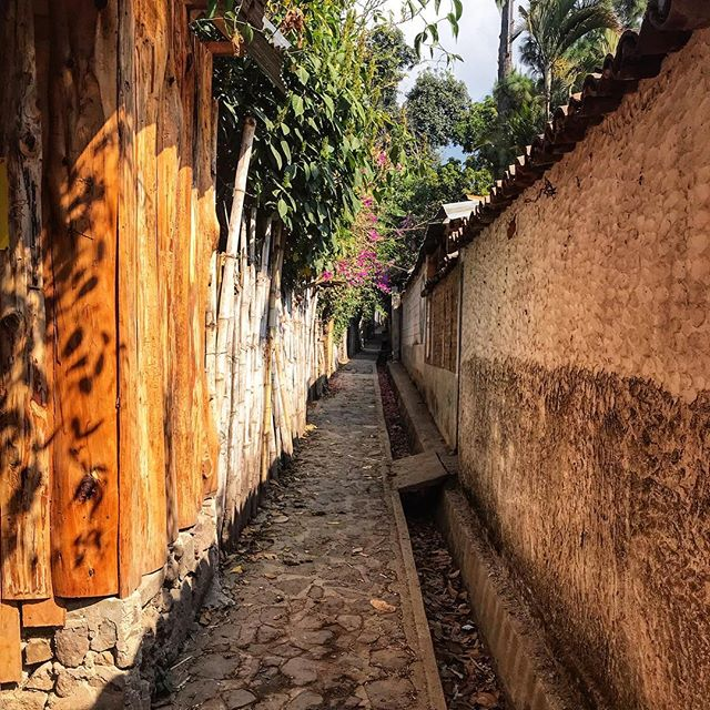 We spent 6 whole weeks in San Marcos, so I wrote a little ode about my 6 favorite things about this small lakeside town. I hope you get there someday! #linkinbio ____________________________________ #sanmarcoslalaguna #atitlan #atitlán #lakeatitlan #lagoatitlán #travelblog #travel #wander #guatemala #centralamerica #latinamerica #ichosetowander #abmtravelbug