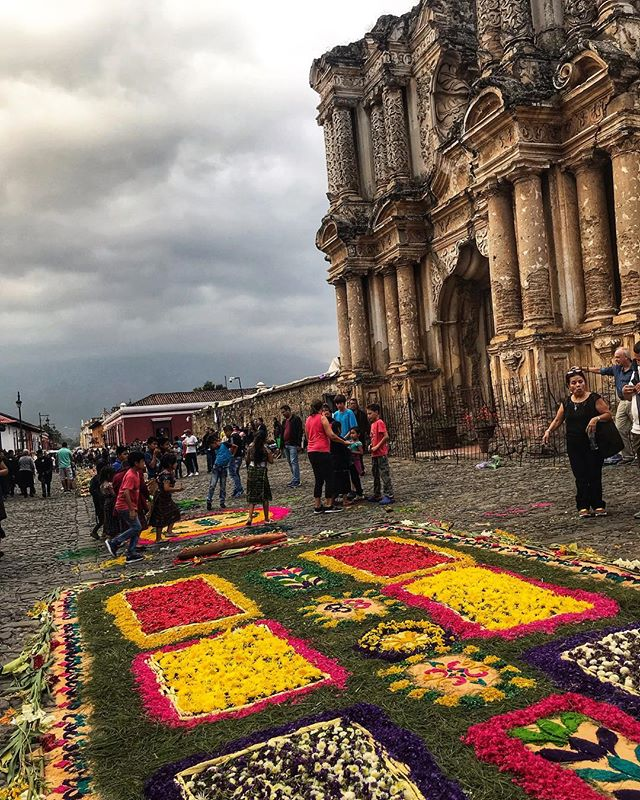 Alfombras & ruins. These are a few of my favorite things 💛 Check out my stories today if you'd like to see more alfombras! (Hint: you do) ___________________________________ #antigua #guatemala #alfombra #semanasanta #holyweek #centralamerica #latinamerica #ancientruins #cobblestonestreets #ichosetowander #theconstantlycurious #abmtravelbug #travel #wander #wanderlust