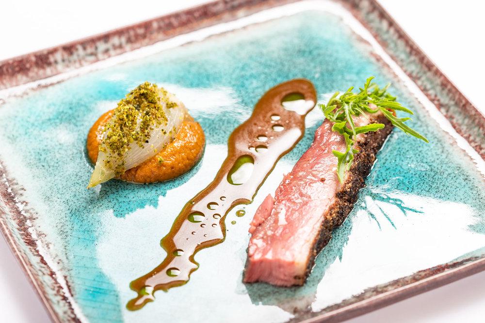 Barberie-eend meets gerookte makreel (zoetzure ui, crème van mirepoix, jus van specerijen) - Eend, Vis
