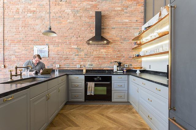 Cool kitchen bricks pair well with interesting wood floors! {📷: Apartment Therapy} www.VintageBricks.com