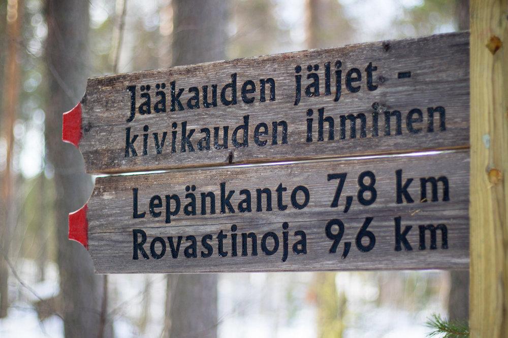 Jaakauden-Jaljet_kyltti-300res-9641.jpg