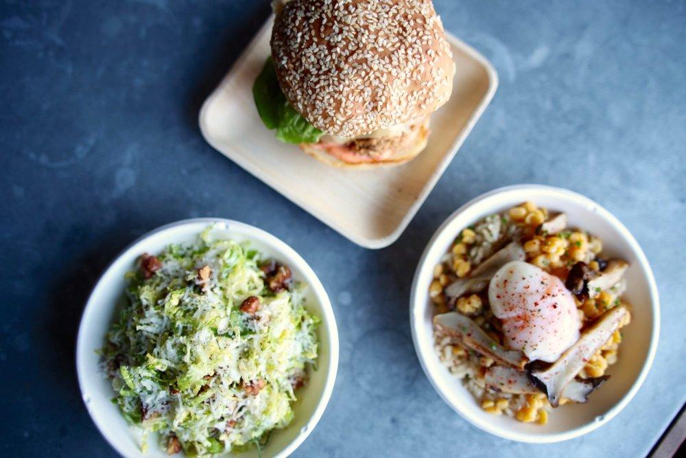 Food_FriedChickenSand_ArmyOne_Salad1-1-1500x1000.jpg