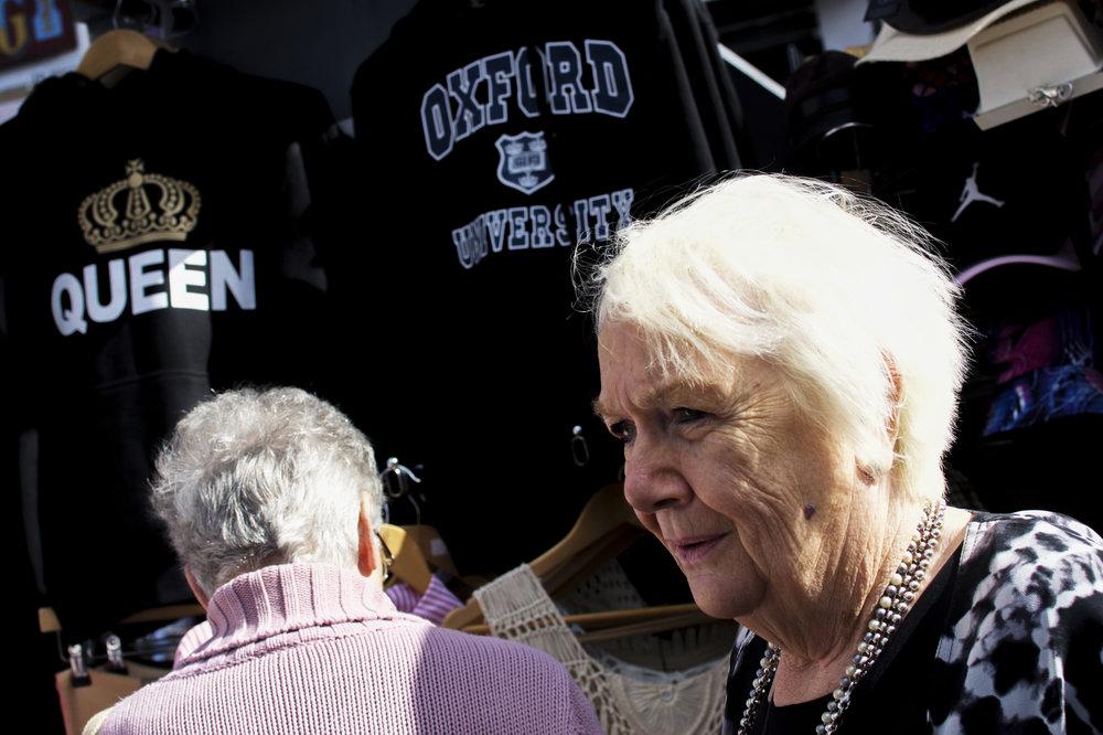 Old_Women_Queen_Oxford.jpg