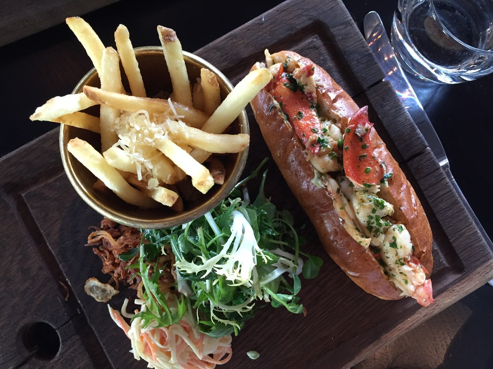 Lobster roll with truffle fries